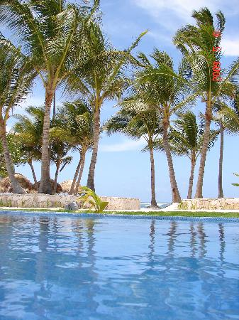 Iberostar Grand Hotel Bavaro : laxin in the infinity pool