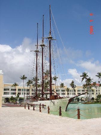 Iberostar Grand Hotel Bavaro: schooner by day music bar by nite