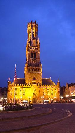 Walwyck Hotel Brugge: Night shot of Bell Tower