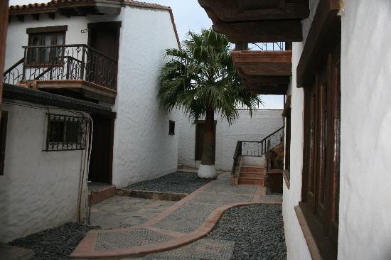 El Rosario, Mexico: Walkway to our room