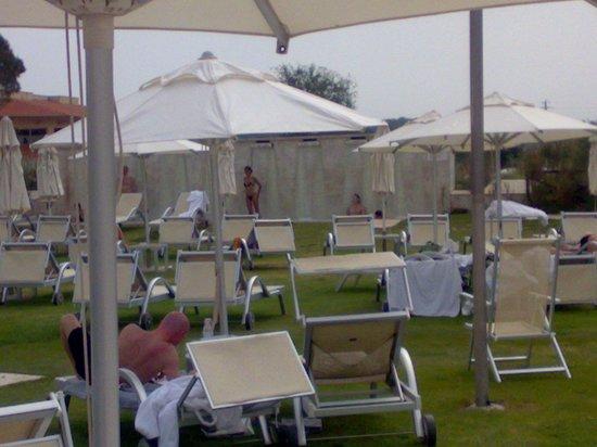 Terme di Saturnia Spa & Golf Resort: Le cascate di acqua termale