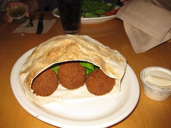 Aladdin's Eatery: pita falafel