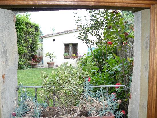 Il Rifugio Del Viandante Bed & Breakfast: Il giardino, visto dalla camera