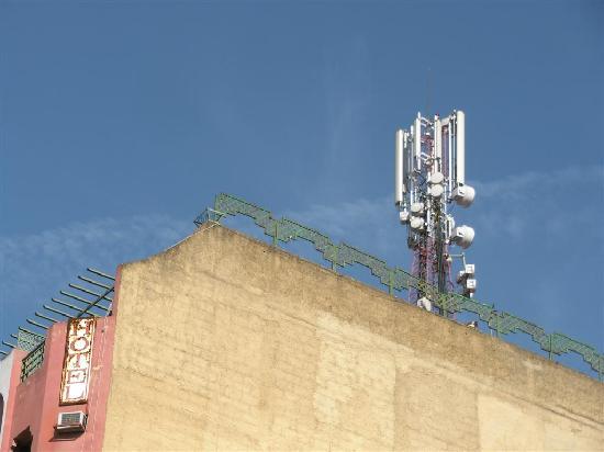 Ametis Nouzha Hotels Fez: L'antenne relai sur le toit de l'hôtel