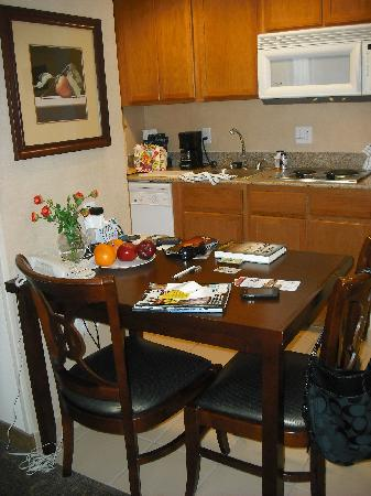 Homewood Suites by Hilton Orlando-UCF Area: Kitchenette