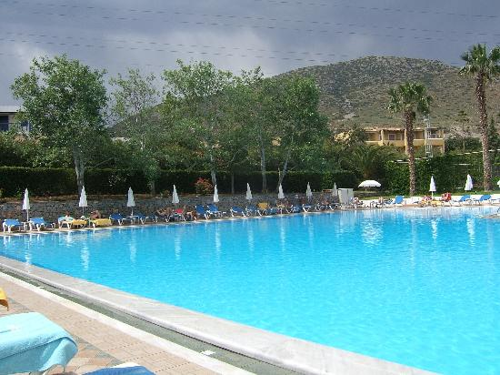King Minos Palace Hotel: large pool at king minos palace