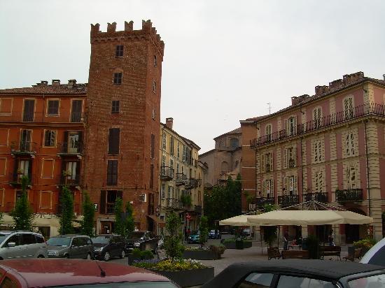 Asti, Italy: Tour Guttuari