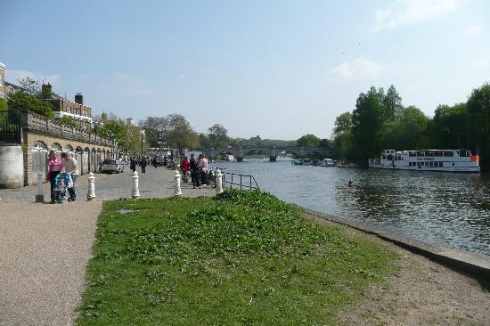 The Dukes Head Inn: Lovely Riverside Walk in Richmond