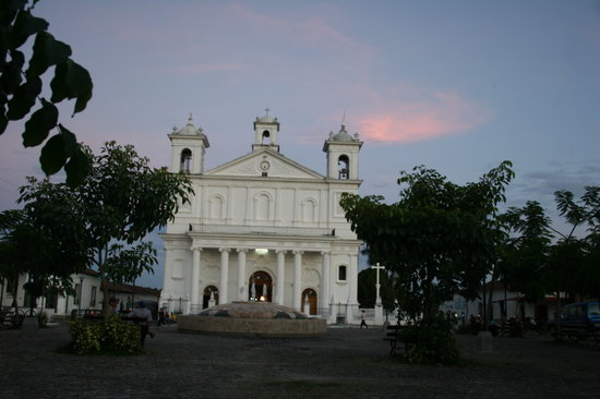 Suchitoto, Le Salvador : From the center of the Plaza