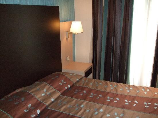Hôtel Des Trois Gares : Beds