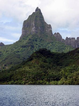 "Club Bali Hai Moorea Hotel : Famous mountain from ""South Pacific"" is actually in Moorea and not Tahiti"