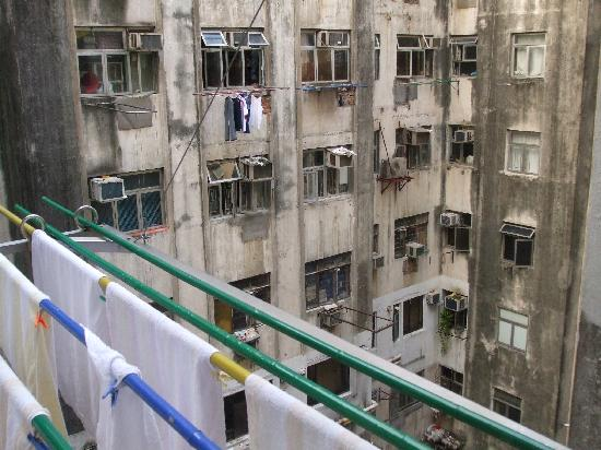 Lucky Hostel: interior of chung king mansions