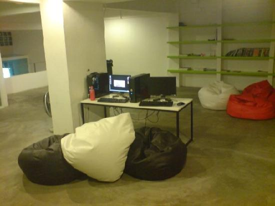 HQ Hostel Silom: can surf the internet in the cozy place