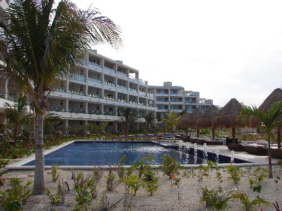 Beloved Playa Mujeres: pool