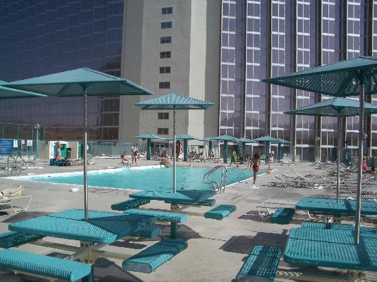 Aquarius Casino Resort: Aquarius pool