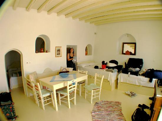 Old Oia Houses: The room, 15 min after we got there