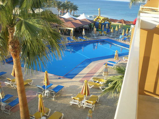 SunConnect Protaras Beach - Golden Star Hotel : Pool view from our balcony