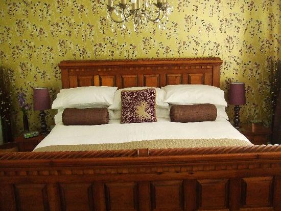 Rosevidney Manor: Our huge and very comfortable bed.