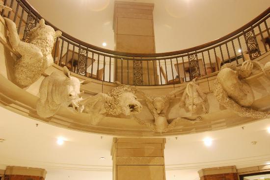 Park Hyatt Hamburg: Levantehaus atrium