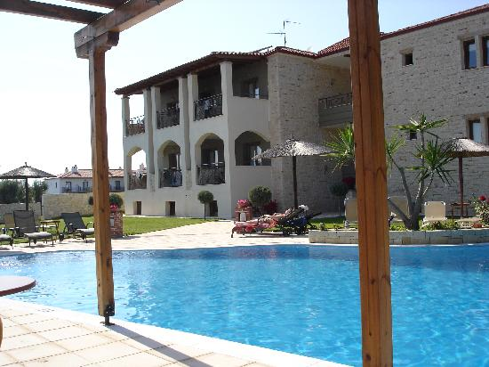 Country Inn Hotel: from pool bar