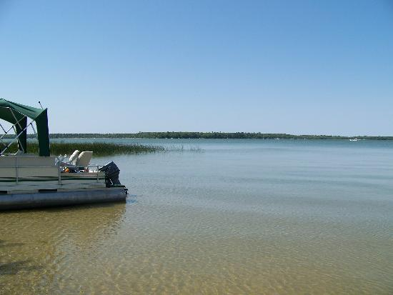 Chippewa Pines Resort: boatin' on the clear waters of cass lake