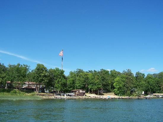 Chippewa Pines Resort: Chippewa pines from the lake