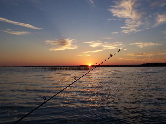 Chippewa Pines Resort : fishin' at sunset