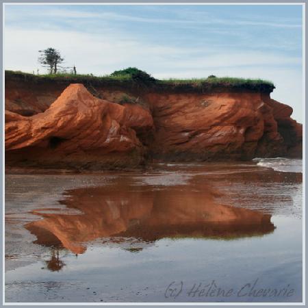 Iles de la Madeleine, Canada: Falaises de grès rouge aux iles-de-la-Madeleine par H. Chevarie