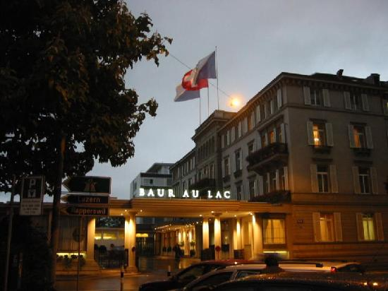 Baur au Lac: The hotel from Bahnhofstrasse