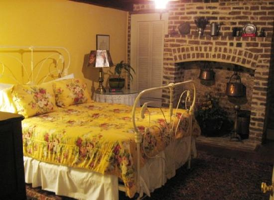 Joan's on Jones B & B: The Garden Suite Bedroom