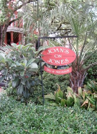 Joan's on Jones B & B: Joan's on Jones