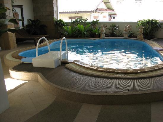 โรงแรม เฟรช อินน์: Indoor pool