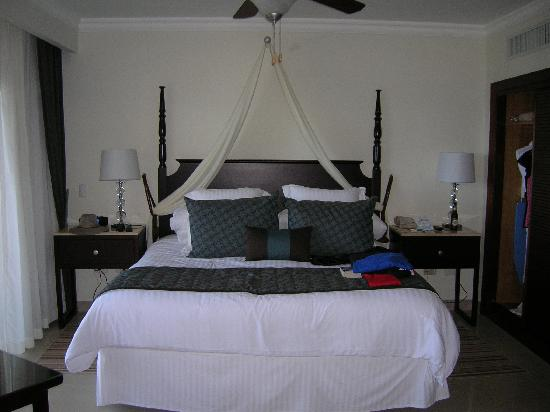 Dreams Palm Beach Punta Cana: comfy king bed