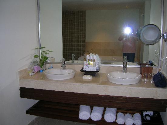 Dreams Palm Beach Punta Cana: double sinks