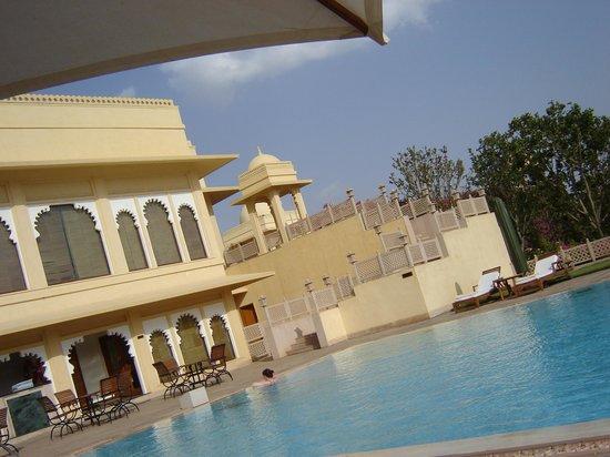 Trident Udaipur: piscine de l'hôtel
