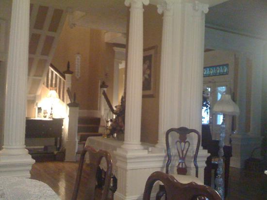 Magnolia House Inn: The breakfast room