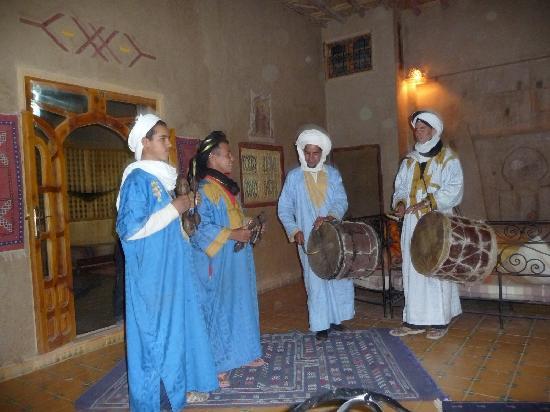 Guest House Merzouga: la percusion y el baile
