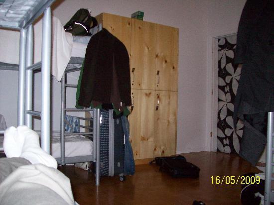 Auberge L'Apero: Lockers