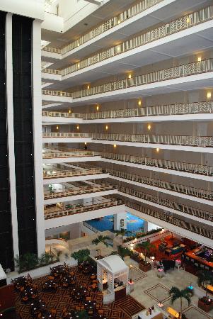 Renaissance Concourse Atlanta Airport Hotel Atrium