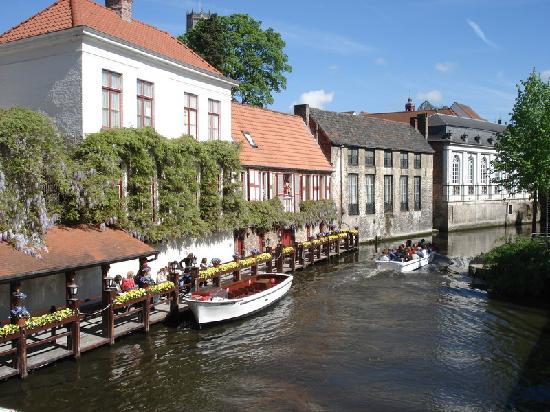 Hotel Navarra Brugge: Brugge canals.