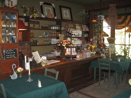 The Inn at Irish Hollow: lobby and dinning area