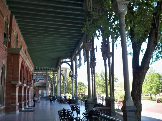 Henry B. Plant Museum: The porch