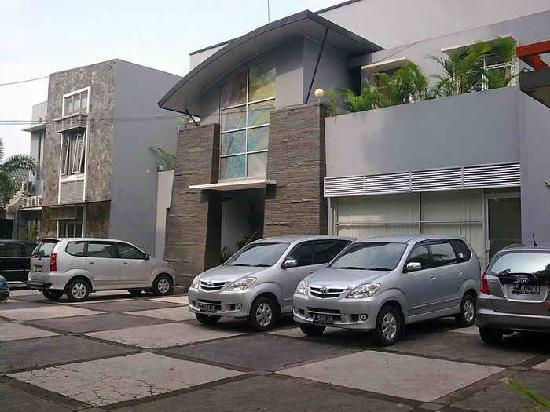 Anggrek Gandasari Hotel : front