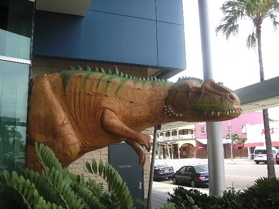 Museum of Tropical Queensland: dinosaur outside the museum doors