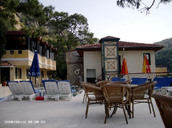 Belle Vue Hotel: pool area