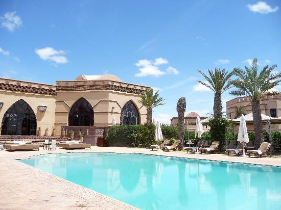 Rose Garden Resort & Spa: Main pool area