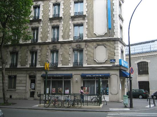 The metro stop porte de bagnolet this close to the hotel - Porte bagnolet metro ...