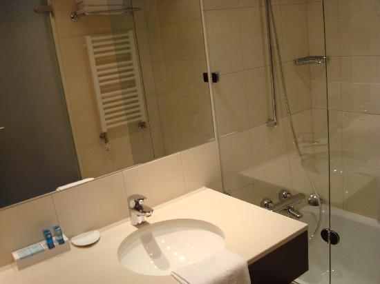 bad dusche wc bild von novotel karlsruhe karlsruhe tripadvisor. Black Bedroom Furniture Sets. Home Design Ideas