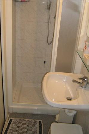 Bagno piccolissimo foto di nuovo bristol hotel alassio - Bagno piccolissimo in camera ...