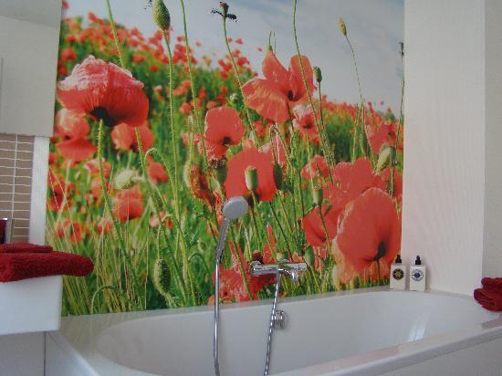 De Nacht Wacht : De badkamer met poppies